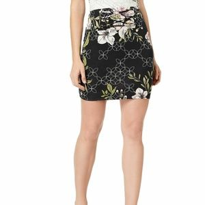 GUESS XS Black White Floral Pencil Skirt 3Y79